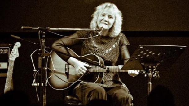 Јадранка Стојаковић сахрањена са гитаром